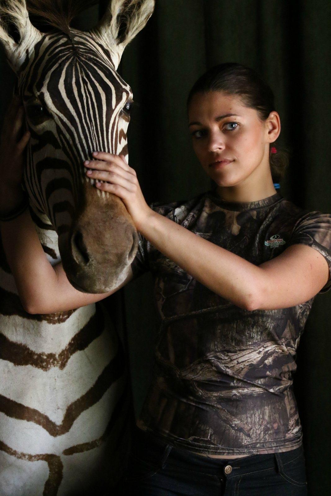 2-huntress-zebra