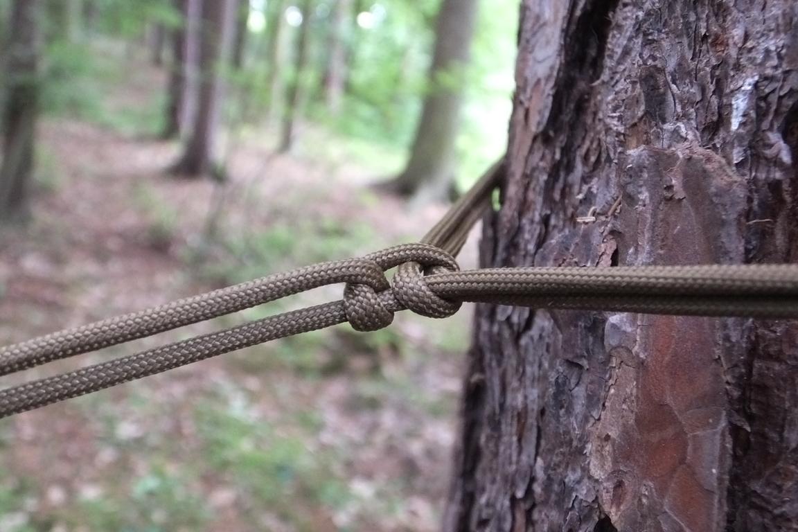 06_ukotveni_ke_stromu_lisci_smycka_s_pojistkou_c
