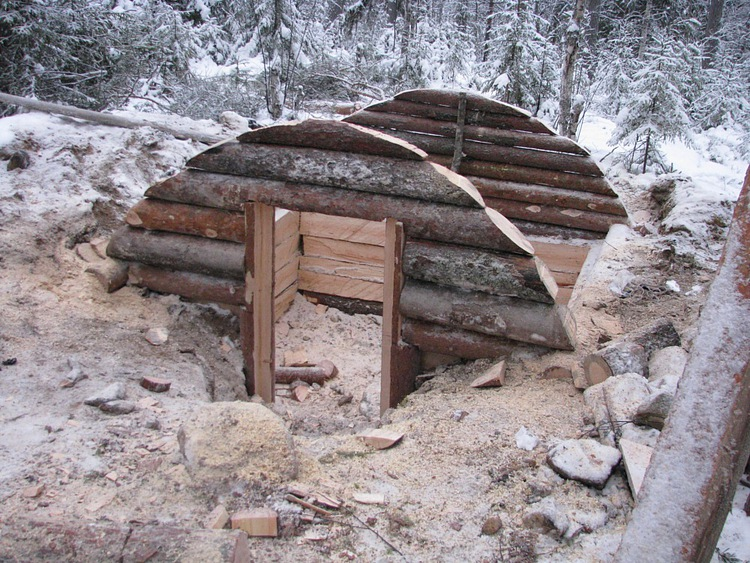 Underground Wood Shelter : Long term woodland shelter