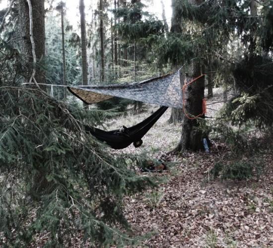 Spaní v přírodě – Hamaka vs. Zem
